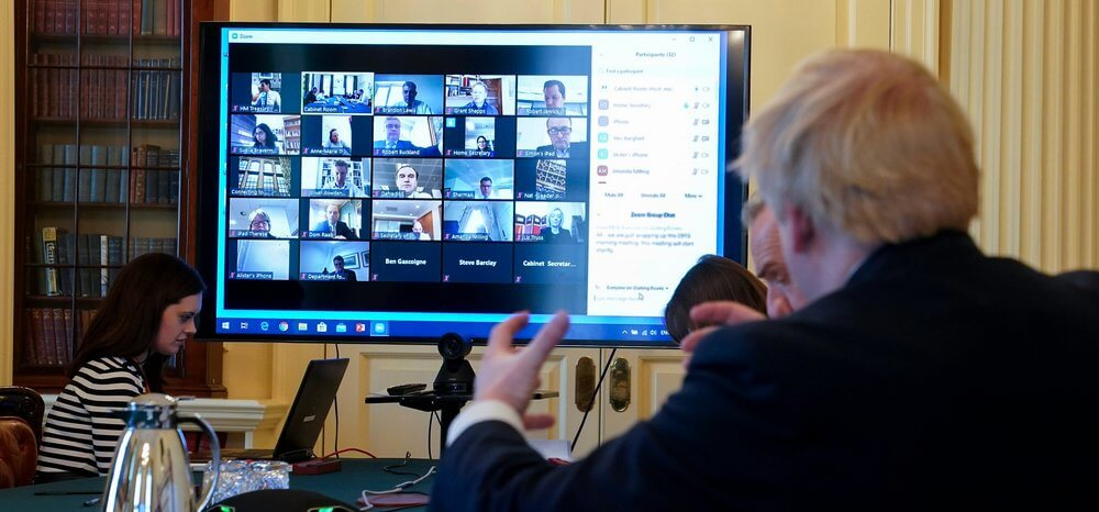 Boris Johnson usando Zoom